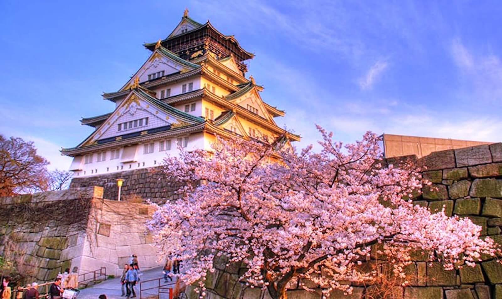 Lâu đài Osaka mang phong cách thiết kế với lối kiến trúc vô cùng tinh sảo.