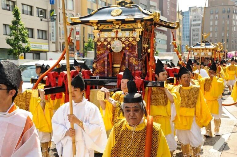 Lễ hội Sanno với điểm nhấn là đám rước linh hồn vị thần bảo hộ Shinto.