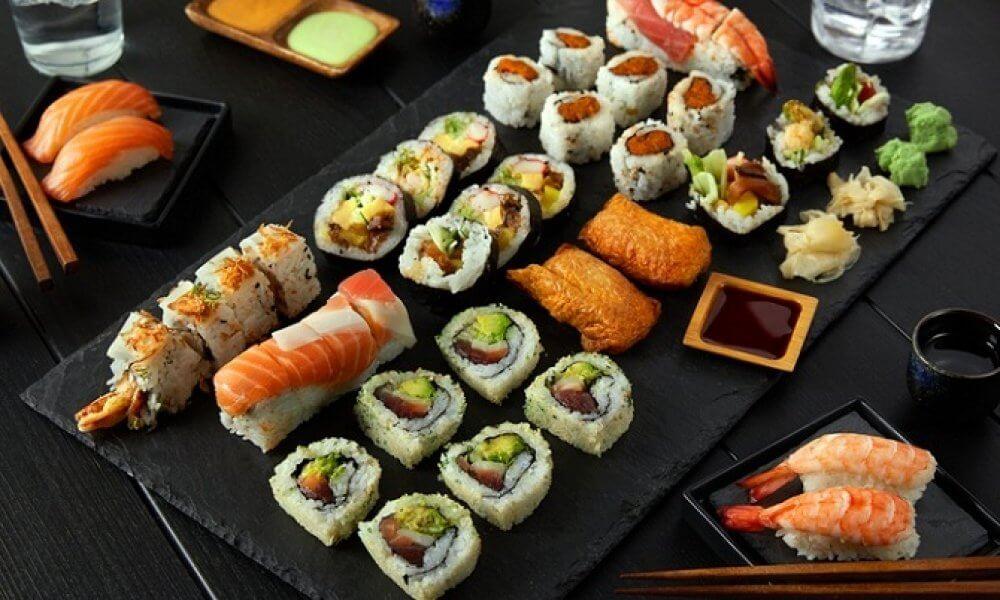 Sushi là món ăn truyền thống, không thể thiếu vào dịp tết ở Nhật Bản