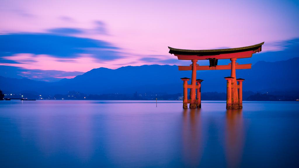 Đền Itsukushima có cổng Torii lớn nổi trên biển Seto độc đáo